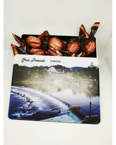 Scatola in Latta con Amaretti morbidi all'arancia ricoperti di cioccolato 200 gr
